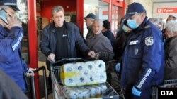 Тоалетната хартия се оказа сред най-търсените стоки по време на извънредното положение