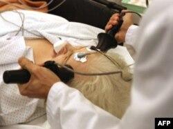 Психиатриялық ауруханадағы пациентті тоқпен емдеу. Көрнекі сурет