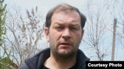 Дмитрий Тихонов, независимый журналист и правозащитник из города Ангрена в Ташкентской области.