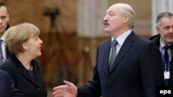 Kancelarja gjermane, Angela Merkel dhe presidenti i Bjellorusisë, Aleyaksandr Lukashenka. Foto nga arkivi.
