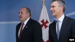 ՆԱՏՕ-ի գլխավոր քարտուղար Յենս Ստոլտենբերգն ու Վրաստանի նախագահ Գիորգի Մարգվելաշվիլին, Բրյուսել, 8-ը հունիսի, 2016թ.