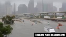 Техас штати Ҳюстон шаҳридаги сув тошқини.