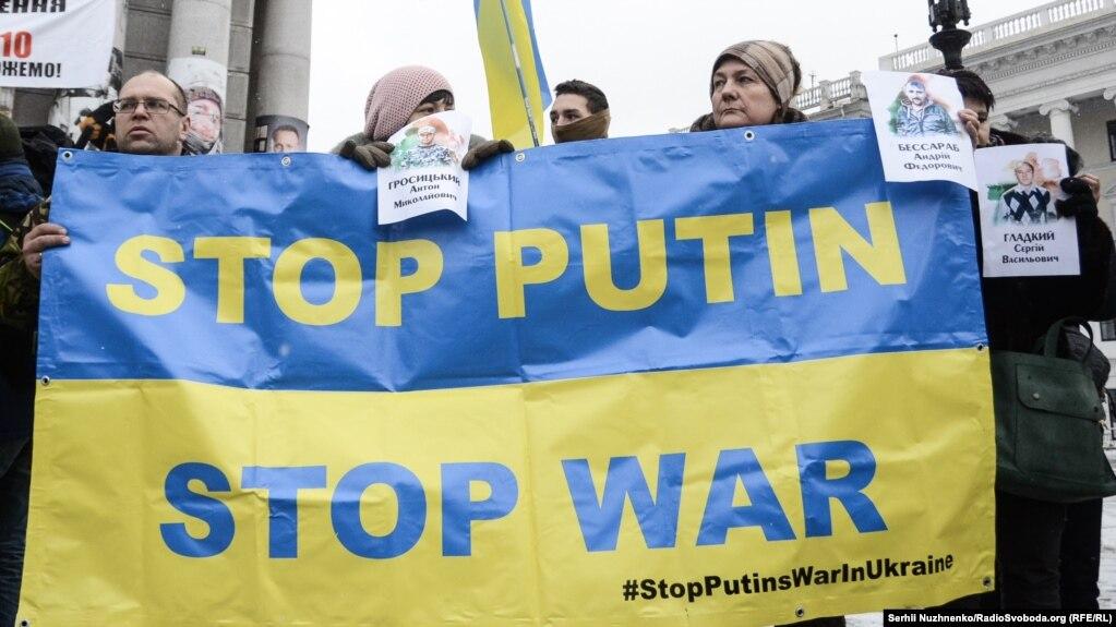 Орусия агрессиясына каршы Киевдеги жүрүштөрдүн бири