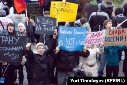 """Кремль құрған """"Наши"""", """"Сталь"""", """"Молодая гвардия"""" жастар ұйымдарының шеруі. Мәскеу, 12 желтоқсан 2011 жыл. (Көрнекі сурет)"""