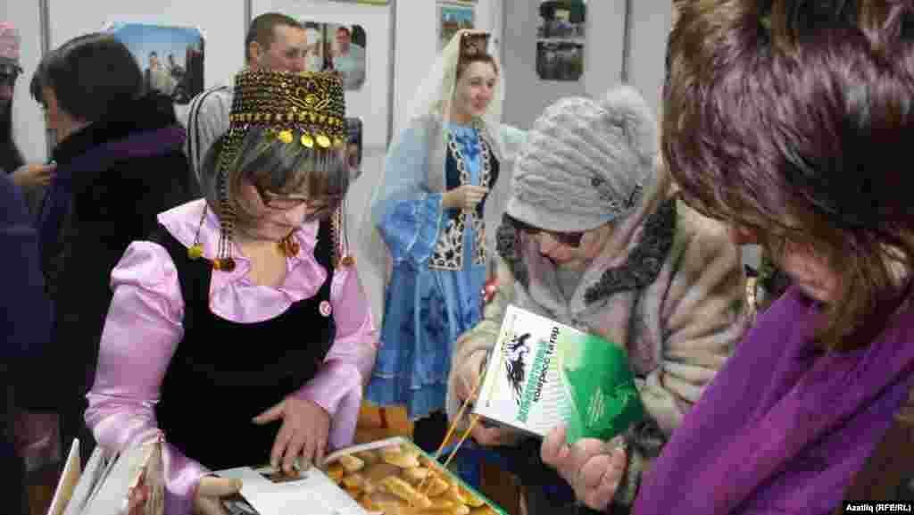 Татар күргәзмәсе кунаклары