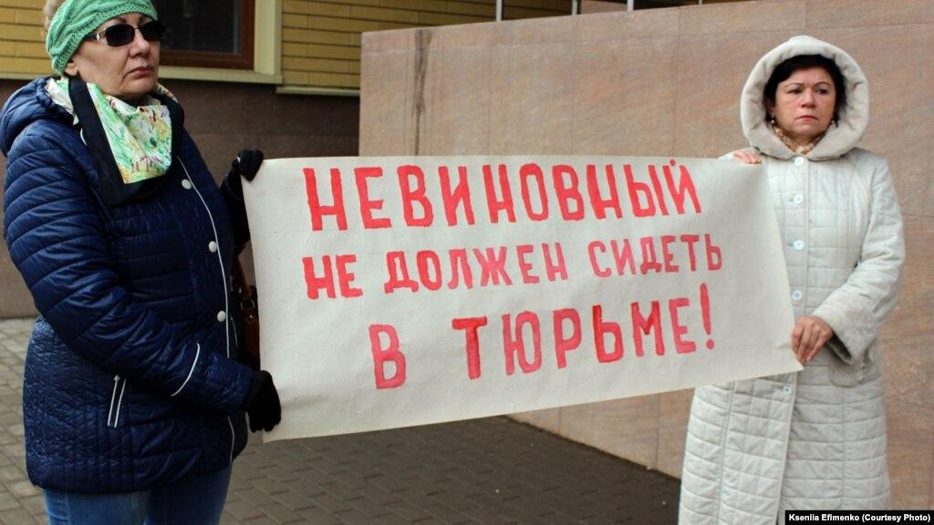 Русская девочка показывает писю перед камерой фото 613-572