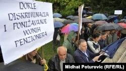 Prosvjed vojnih penzionera ispred Vlade FBiH, 20. septembar 2012.