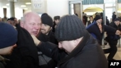 Александр Козулин был избит и задержан сотрудниками милиции
