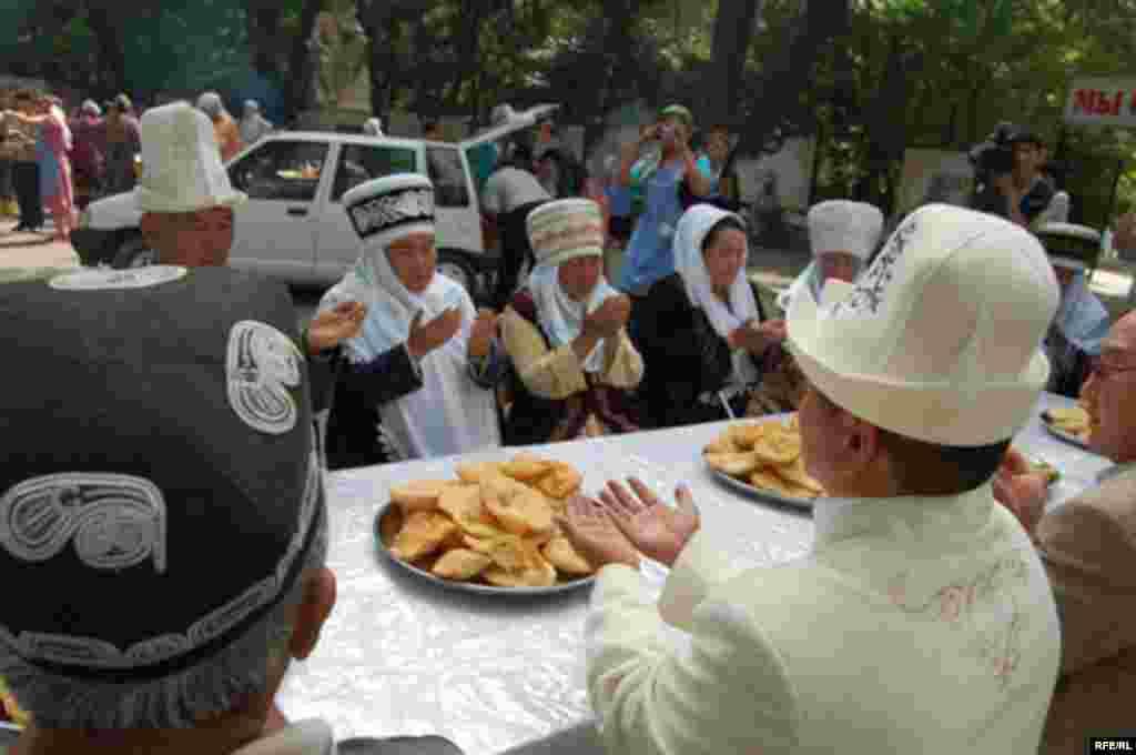 """Год назад: ошан угостили """"хлебом мира"""" #12"""