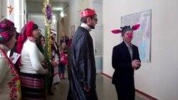 До поранених бійців у шпиталі завітав різдвяний вертеп «на новий лад» (відео)