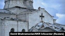 Нагорный Карабах - Собор Сурб Аменапркич Казанчецоц, поврежденный в результате ракетного обстрела, г. Шуши, 8 октября 2020 г.
