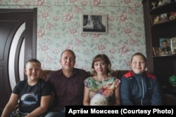 Марина Рузаева и Павел Глущенко с детьми
