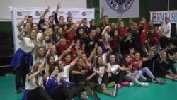 Srednjoškolke iz Republike Srpske pod zastavom RS u Beogradu