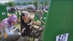 Cербия и Сребреница: 8372 пары обуви
