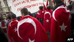 Демонстрация турецких граждан в Париже