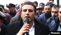 Artak Khachatrian Yerevanda kiçik sahibkarların yeni vergilərə qarşı aksiyasında çıxış edir, 29 yanvar