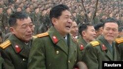 Ким Чен Ирді жерлеу кезінде қайғырып тұрған адамдар. 28 желтоқсан 2011 жыл.