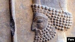 تصویر یک سرباز هخامنشی در بنای تاريخی تخت جمشيد در شيراز