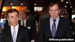 """Беседу во время встречи в первый день визита в Страсбург с президентом ПАСЕ Жан-Клодом Миньоном грузинский премьер назвал """"теплой"""""""