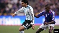 تیم ملی آرژانتین در دیداری دوستانه موفق شد فرانسه را در پاریس شکست دهد.
