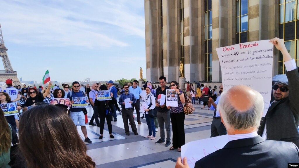 Iranian protesters in Paris against FM Zarif