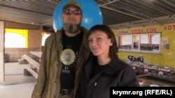 Активисты акции по гражданской блокаде Крыма Дмитрий Дорофеев и Юлия Устова