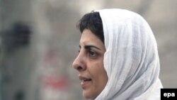 پروين اردلان، روزنامه نگار و فعال جنبش زنان به دليل فعاليت در سايت های تغيير برای برابری و زنستان به دادگاه احضار شده است.(عکس: EPA)
