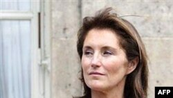Сесилия Саркози охотно вышла за пределы протокольной роли, выполнив деликатное дипломатическое поручение мужа