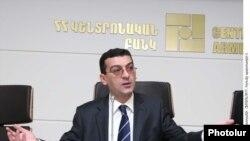 Կենտրոնական բանկի դրամավարկային քաղաքականության վարչության պետ Արթուր Ստեփանյանը: