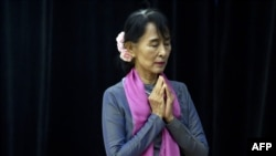 Аун Сан Су Чжи, архівне фото
