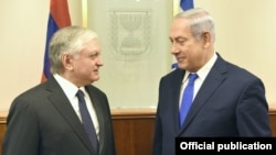 Israel - Prime Minister Benjamin Netanyahu (R) meets with Armenian Foreign Minister Edward Nalbandian in Jerusalem, 7Nov2017.