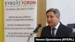Болот Отунбаев на Втором Всемирном форуме кыргызских диаспор, Сан-Марино, 14 апреля 2013 года.