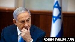 رسانههای اسرائیل ارزیابی کردهاند که در یک پرونده ممکن است آقای نتانیاهو حدود یکصد و ده هزار دلار از دوست خود سیگار برگ و شامپاین هدیه گرفته باشد