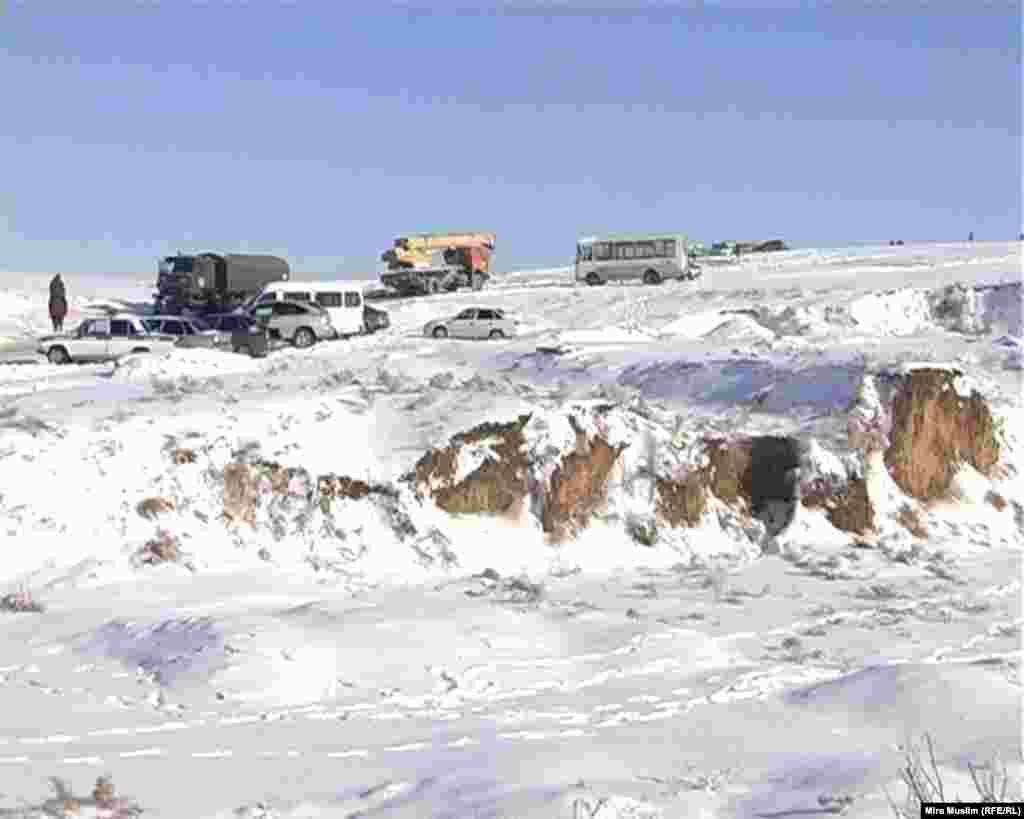 На месте авиакатастрофы военно-транспортного самолета Ан-72 погранслужбы Казахстана вблизи Шымкента. 26 декабря 2012 года.