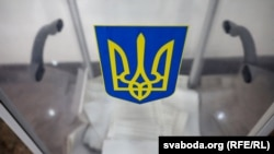 Загалом на виборах, за попередніми даними ЦВК, перемагає Володимир Зеленський, на другому місці – Петро Порошенко