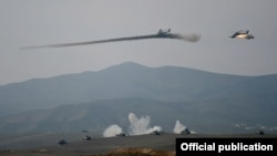 В среду Министерство обороны Азербайджана заявило, что в Нагорном Карабахе азербайджанские военные сбили вертолет «Ми-24» Вооруженных сил Армении, нарушивший воздушное пространство страны