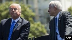 Президент США Дональд Трамп и генпрокурор Джефф Сешнс