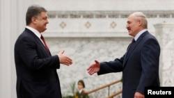 Президент України Петро Порошенко та його білоруський колега Олександр Лукашенко в Мінську у 11 лютого