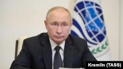 Путин дар ҷаласаи СҲШ онлайнӣ ширкат кард.