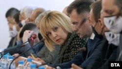 Председателката на комисията по ревизия на управлението на ГЕРБ Мая Манолова по време на заседанието в понеделник, 10 май 2021 г.