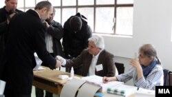 Коце Трајановски гласа на локалните избори 2013.