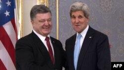 John Kerry və Petro Poreshenko