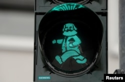 Karl Marx's figure has been used for traffic lights in Trier.