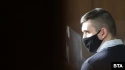 Още от първите съдебни заседания защитата на Кристиян Николов на няколко поиска той да бъде пуснат под домашен арест. Досега това беше отказвано от съда с мотив, че Николов може да извърши ново престъпление