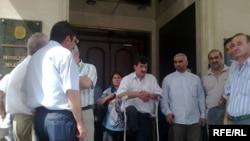 İyulun 1-də 20-yə qədər Qarabağ müharibəsi veteranı Nəqliyyat Nazirliyi qarşısına toplaşıb