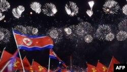 Өлкөдөгү жападан жалгыз саясий партия - Корея Эмгек партиясынын 75 жылдыгына арналган мааракелик жыйын тууралуу үгүт сүрөтү. Ким Ир Сен аянты. Пхеньян. 2020-жылдын 10-октябры.