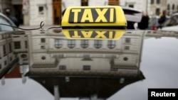 Службы такси Uber в Вене.
