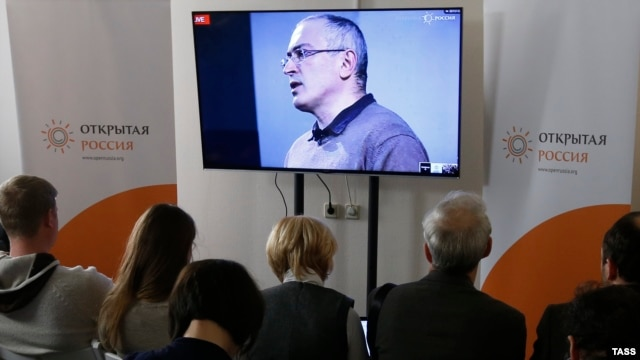 "Journalists attend an online press conference with  Mikhail Khodorkovsky on December 9. At the event, the former Russian tycoon said the only hope for change in his home country is ""revolution."""