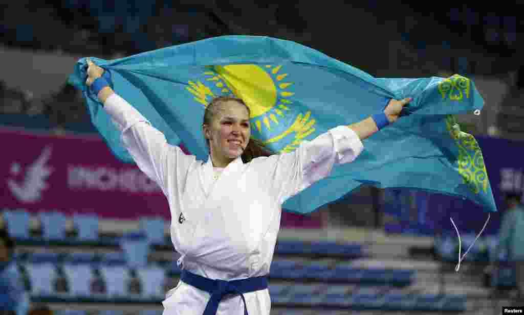 КазахстанкаГузалия Гафурова, представляющая страну в дисциплине каратэ, завоевала золото Азиады. Инчхон, 3 октября 2014 года.