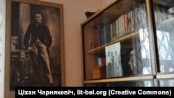 Партрэт Каліноўскага ў кабінеце Караткевіча — падарунак Зянона Пазьняка